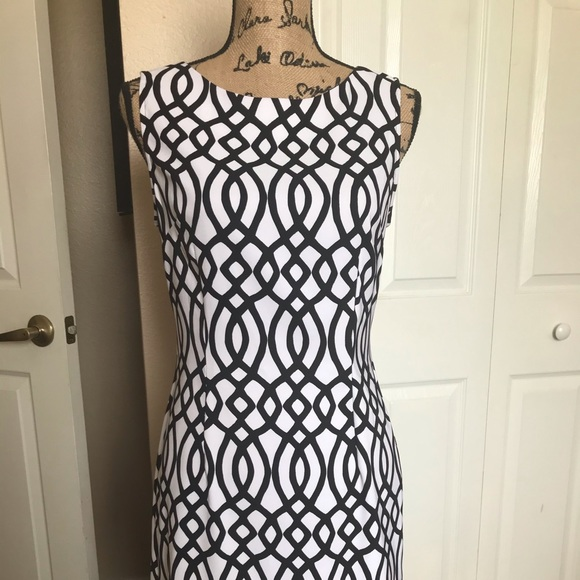 Dresses & Skirts - Basic black/white geometric shape dress